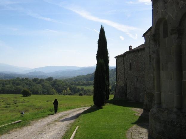 Pieve di Romena met zicht op Poppi